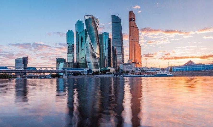 10 городов России с самыми высокими зарплатами в 2021 году.