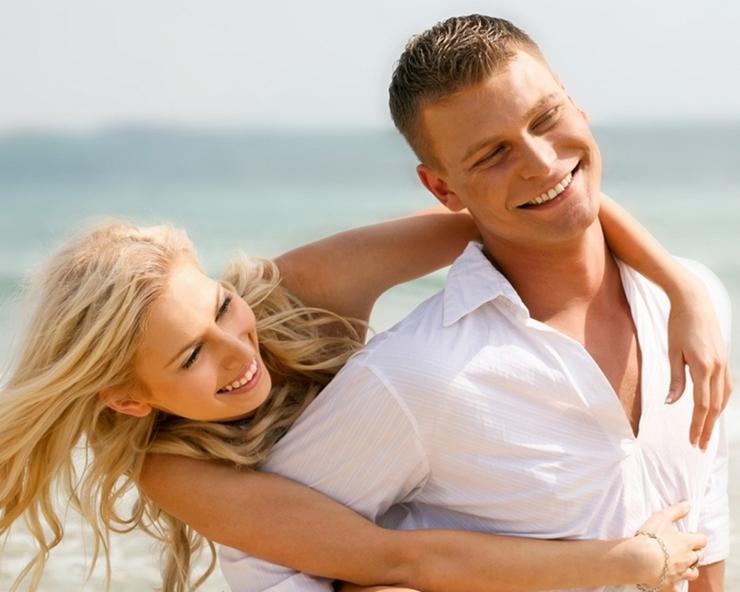 девушка и мужчина счастливы