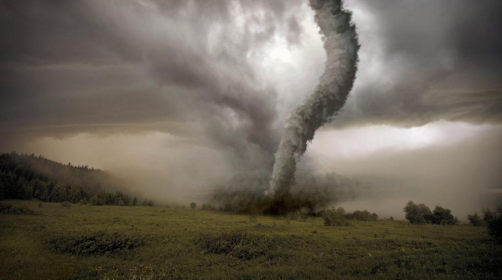 как начинается торнадо