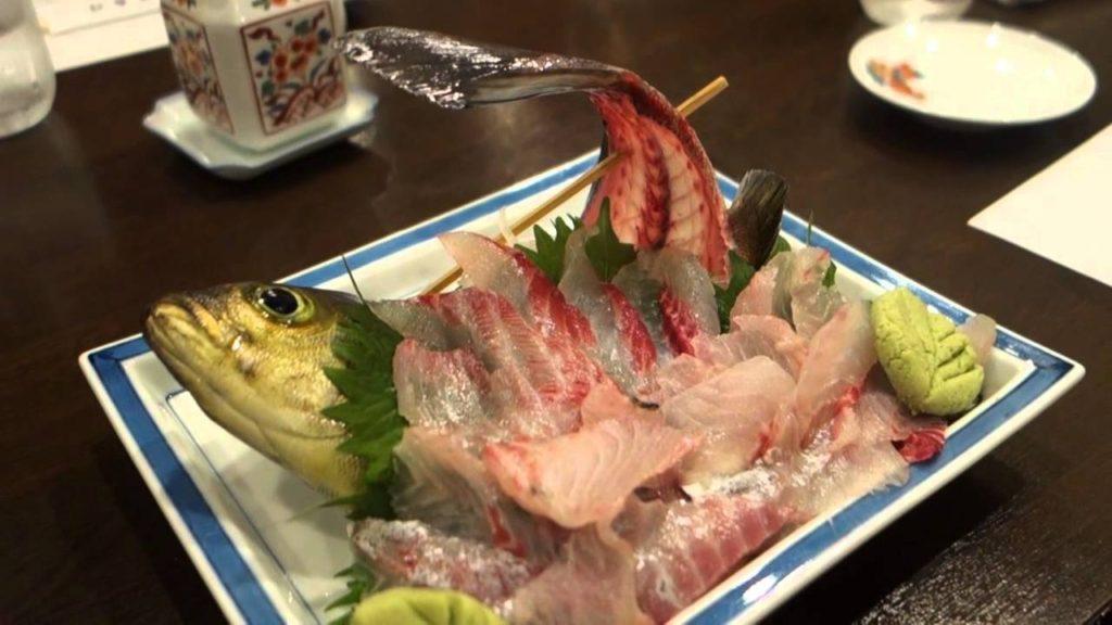 Блюдо из живой рыбы