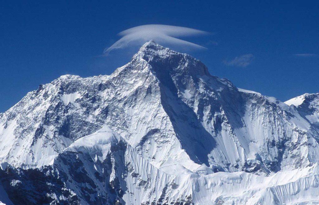 самая огромная гора