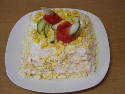 Украсить салат и поставить в холодильник