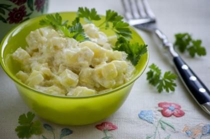 Готово! Блюдо желательно подавать в свежеприготовленном виде. Теплые тушенные кабачки хорошо подойдут как в качестве самостоятельного блюда, так и в роли дополнения к отварному рису, гречневой каше.