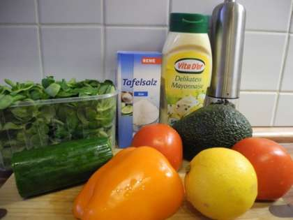 Для приготовления зеленого салата нам понадобится: