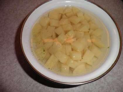 Картофель мелко порезать