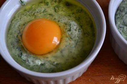 Выбить по яйцу.