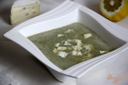 Шпинатный суп подавать с тонкими дольками лимона +  сыр по желанию. А щавелевый суп подавать с нарезанным отварным яйцом. Приятного аппетита!
