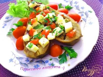 Готово! Посыпаем баклажан сыром,черри и зеленью, присыпаем солью по вкусу. Приятного аппетта=)
