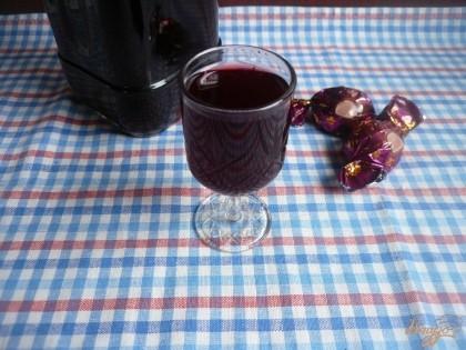 Готово! На этом настойку можно считать готовой. Разливаю её в удобную посуду, лучше стеклянные бутылки. Можно пить в чистом виде, можно добавить ложечку в чай или кофе.