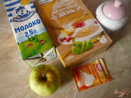 Вот все ингредиенты, что понадобятся для приготовления овсяной каши с яблоком. Яблоко моем, если кожа грубая, то лучше яблоко почистить.