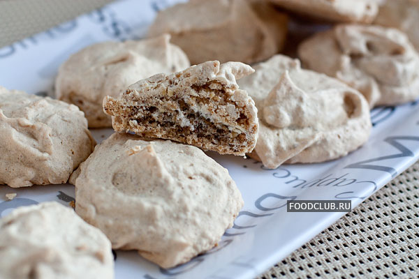 Выпекайте печенье при 140-150 градусах около 30 минут.  Чем дольше время выпечки, тем суше получается печенье.