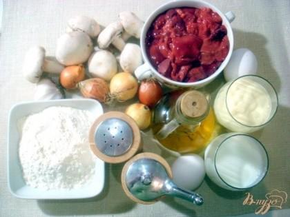 Для этого печёночного торта нам понадобится печень, лук, мука, соль, перец, растительное масло, майонез, молоко, яйца, майонез, чеснок.