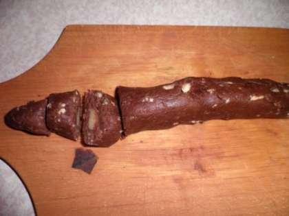 Вымесить тесто и сложить колбаску. Нарезать на кусочки и скатать шарики