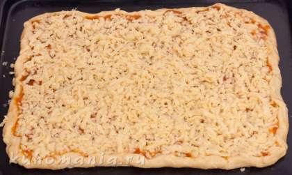 Сверху натереть слегка замороженное тесто, края немного загнуть.