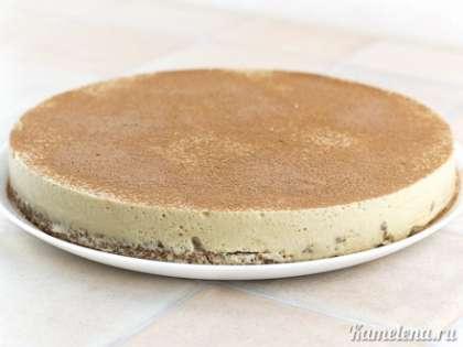 Смешать какао и сахарную пудру, посыпать поверхность торта через ситечко.
