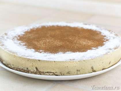 Я еще дополнительно посыпала сахарной пудрой по краям торта.
