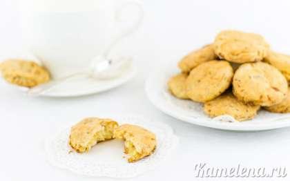 Вкуснее всего печенье с капустой после выпечки, в теплом виде.