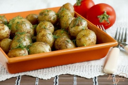 Готово! Картофель желательно подавать в горячем виде со свежей зеленью, овощами.