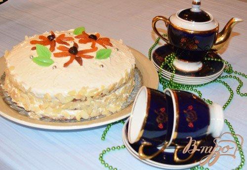Готово! Шикарный торт подать к столу. Запивать можно шампанским или горячим безалкогольным напитком.