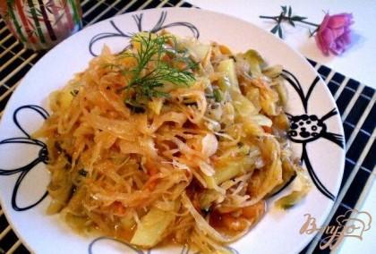 Готово! Овощи тушенные в томате готовы. Приятного аппетита! Подать к столу со сметаной и мясным блюдом.
