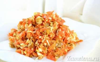 Салат из вареной моркови выглядит очень нарядно и ярко, и конечно же он очень вкусный.