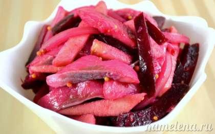 Салат больше всего подходит к картофелю (запеченному, в виде пюре и т.д.)