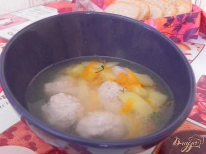 Готово! В готовый суп добавляем щепотку рубленной зелени. Приятного!