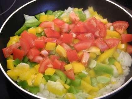 Обжарить овощи на сковороде