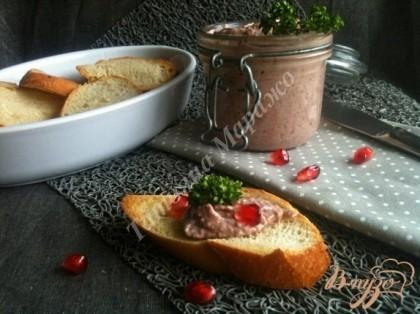 Подавать в подсушенными кусочками хлеба.