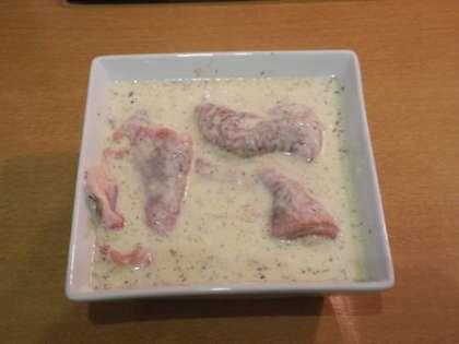 Опустить мясо в кляр