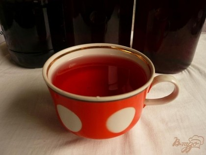 Готово! Из указанного количества продуктов получилось около 3х литров вкуснейшего и ароматнейшего сиропа. Готовить его гораздо быстрее чем описывать этот процесс (ну не считая времени на настаивание). Перед употреблением разводим сироп кипяченой водой, также неплохо добавить ложечку сиропа в чашку чая или кофе.