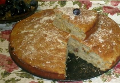 Готово! Пирог при желании посыпать сахарной пудрой, дать остыть. Наслаждаемся, выпечка просто тает во рту!