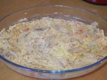 На картофель выложить слой грибов