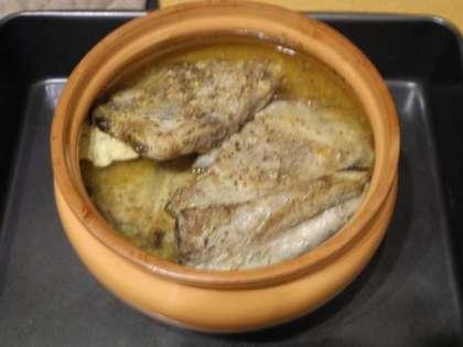 Ребрышки залить маринадом, оставить на 60 минут и потом поставить в духовку