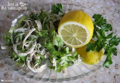 И подаем диетический салат с курицей и овощами к столу. Приятного аппетита!