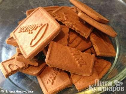 Итак, для основы возьмем шоколадное песочное печенье