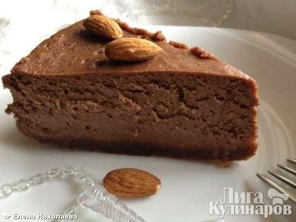 Этот  шоколадно-ореховый чизкейк мы съели даже быстрее предыдущего фруктового торта. Очень вкусно!