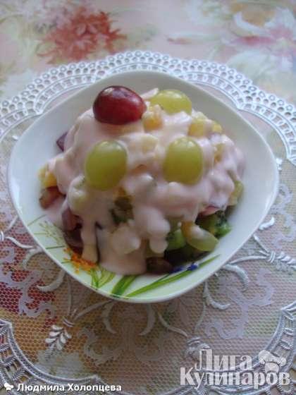 Другой вариант оформления фруктового салата  в салатнице