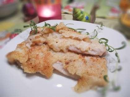 Готовую рыбу разложить по тарелкам