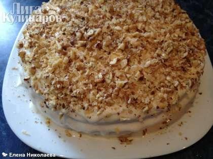 И посыпала верх торта