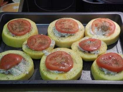 Выложить по кружочку помидорки