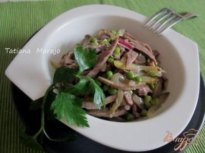 Готово! Салат становится особенно вкусным на следующий день. Поэтому хорошо его готовить заранее.Всем приятного аппетита !
