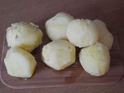 Картофель почистить