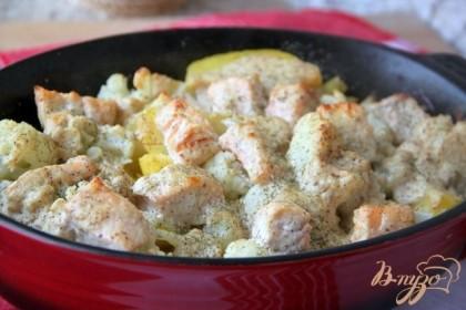 Отправить в предварительно разогретую до 200*С духовку на 20 мин., до запекания сыра. Подавать с зелёным салатом.