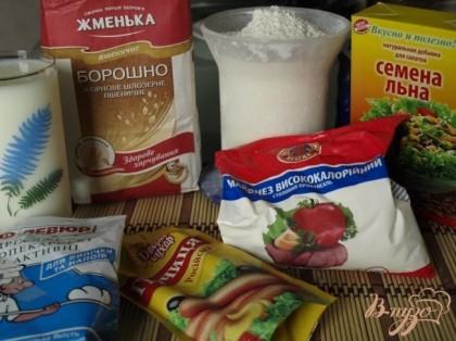 Продукты для приготовления хлеба: мука цельнозерновая жерновая пшеничная, мука пшеничная,семена льна, майонез, горчица, дрожжи, кислое молоко.