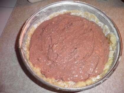 Выложить сверху шоколадный крем