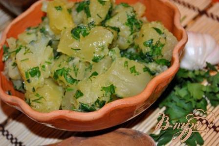 Готово! Ароматная картошечка готова! Подавайте со свежими хрустящими овощами к мясу и рыбе!Приятного аппетита!