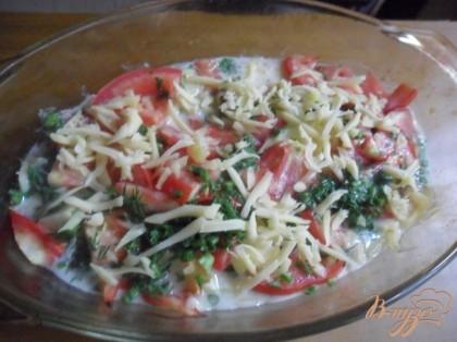 Когда овощи зарумянятся,вытащить посытать зеленью, залить взбитым яйцом с молоком, сверху посыпать тертым сыром. Вернуть в духовку на 5-7 минут