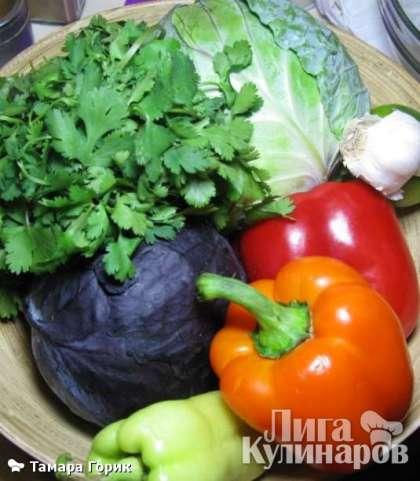 Овощи помыть, зелень обсушить