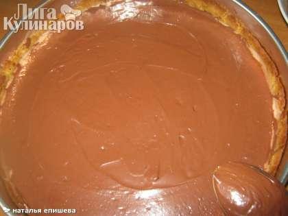Сверху  застывшую начинку покрыть шоколадной глазурью.